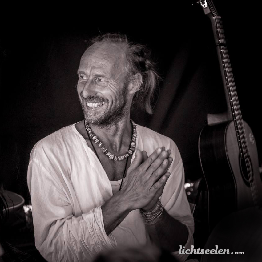Mantra Singing Circle + Live Music-Yogastunden mit Joachim Böttcher!